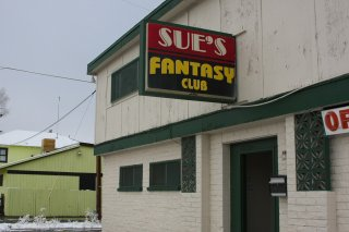 sues-fantasy-club-brothel-1